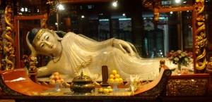 Nefritovaya-statuya-Budda